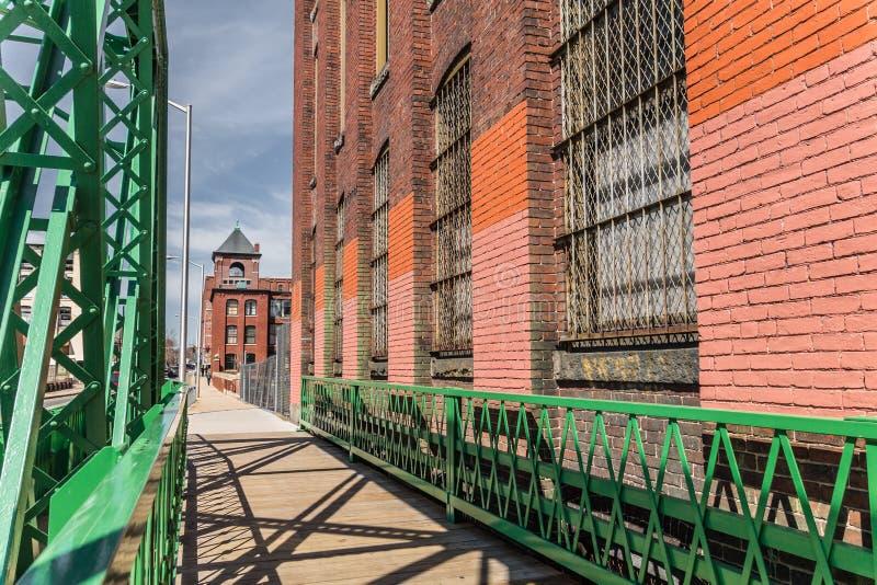 桥梁在劳伦斯,马萨诸塞磨房镇  免版税库存图片
