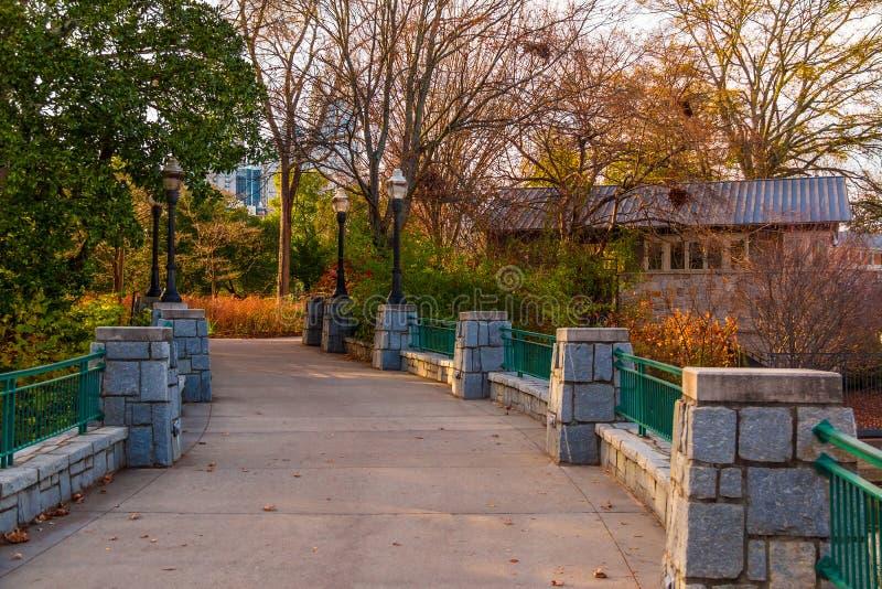 桥梁在山麓公园,亚特兰大,美国 免版税库存照片
