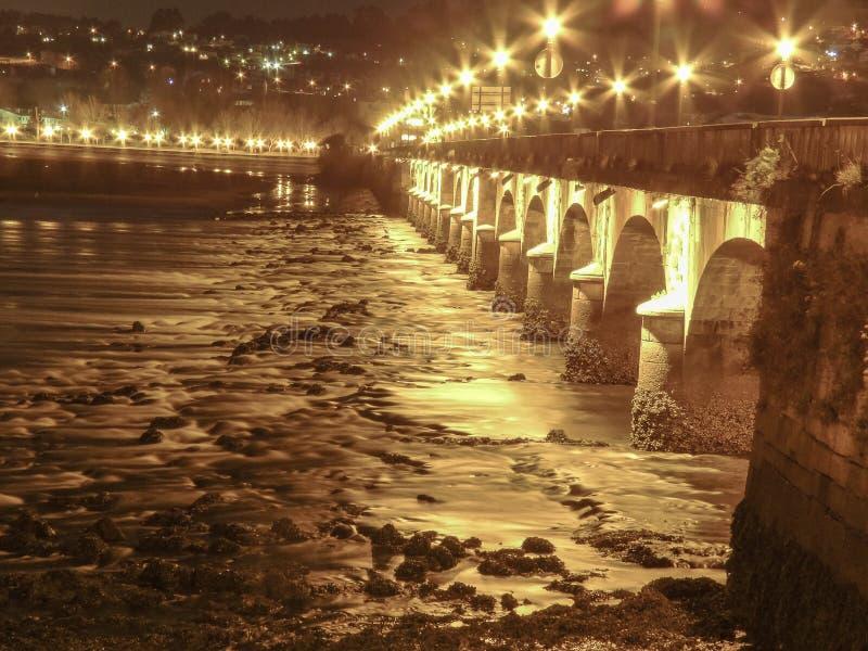 桥梁在晚上 免版税库存图片