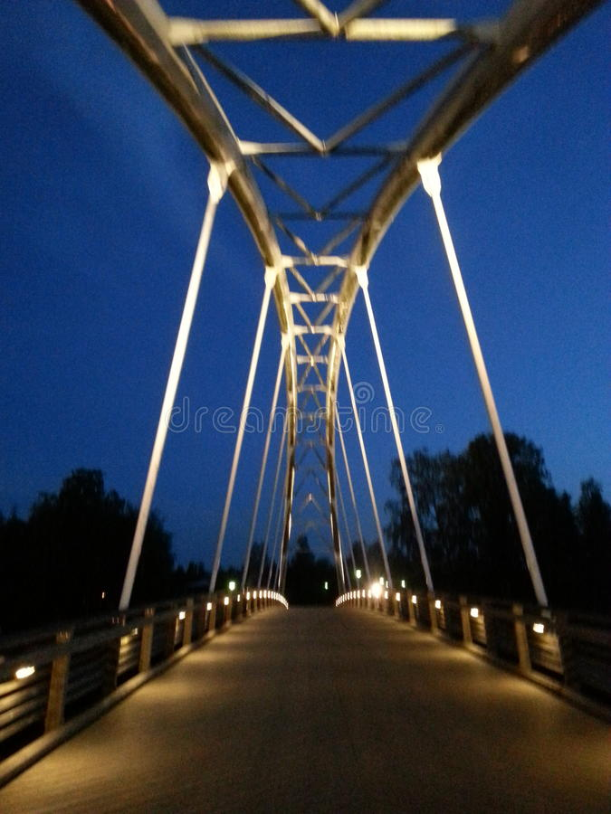 桥梁在晚上 库存照片