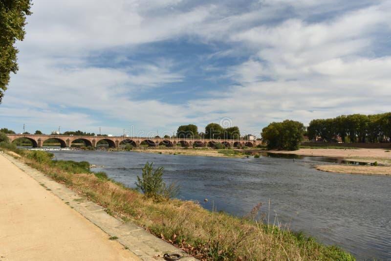 桥梁在讷韦尔-讷韦尔-法国 图库摄影