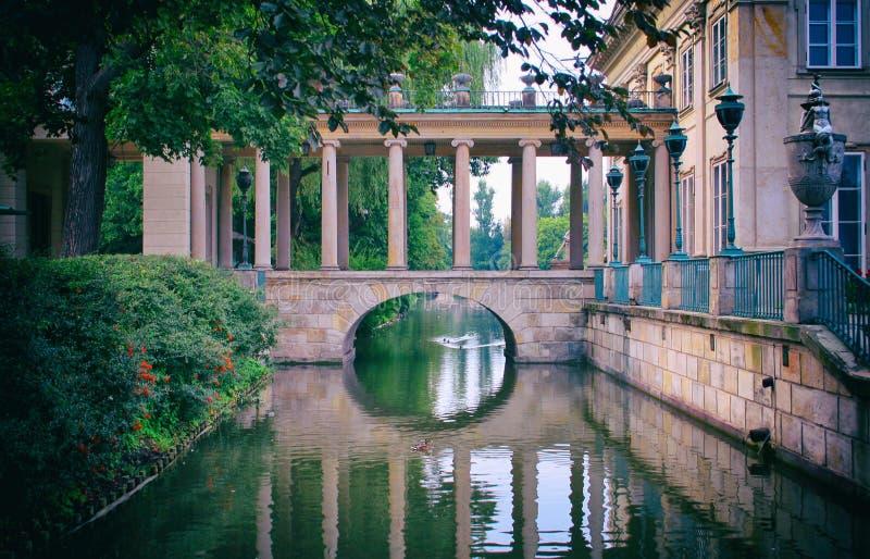 桥梁在Lazienki宫殿 免版税库存照片