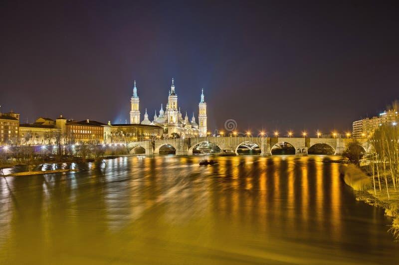 桥梁埃布罗河西班牙石萨瓦格萨 库存照片