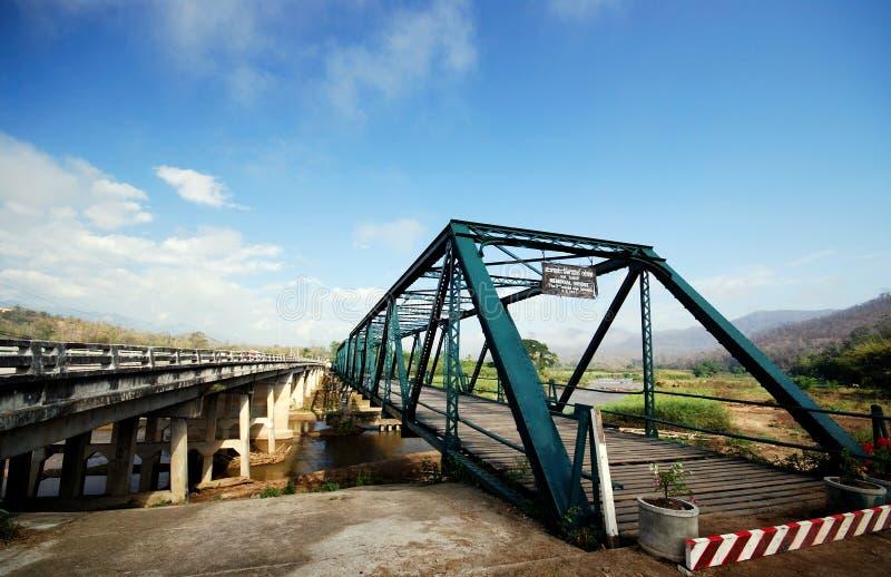 桥梁新老 免版税库存图片