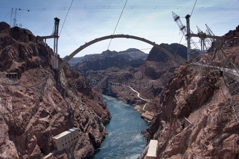 桥梁旁路contruction水坝真空吸尘器 库存图片