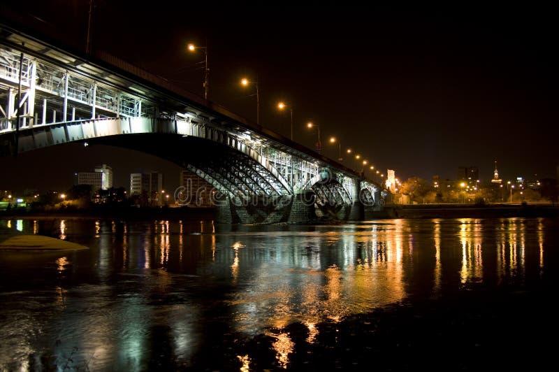 桥梁晚上华沙 免版税库存图片