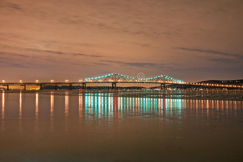 Download 桥梁晚上tapan zee 库存图片. 图片 包括有 蓝色, 冬天, 贿赂, 云彩, 范围, 横向, 约克 - 15683421
