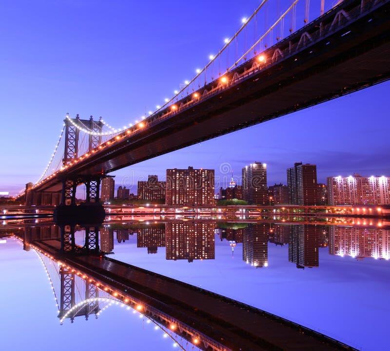 桥梁曼哈顿晚上 免版税图库摄影