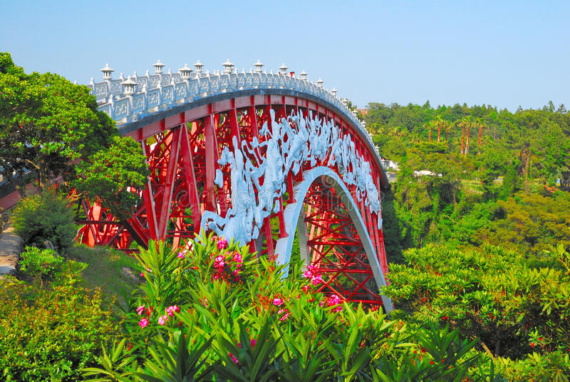 桥梁本质包围的唯一 库存照片