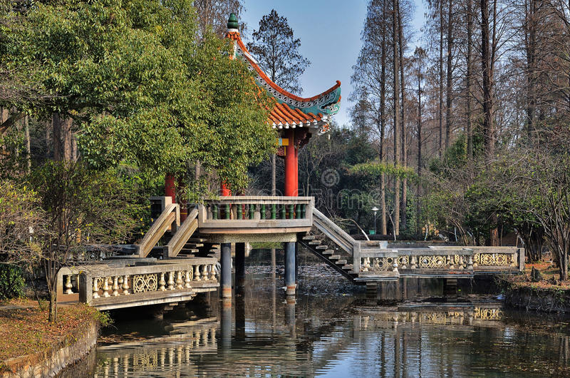 桥梁汉语 库存照片