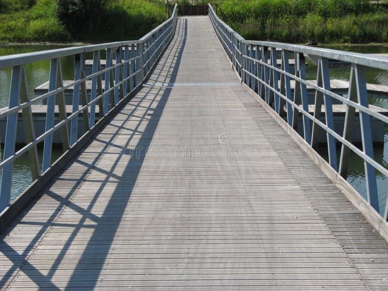 桥梁浮动的透视图 免版税库存图片