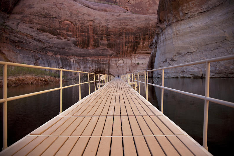 桥梁浮动 库存图片