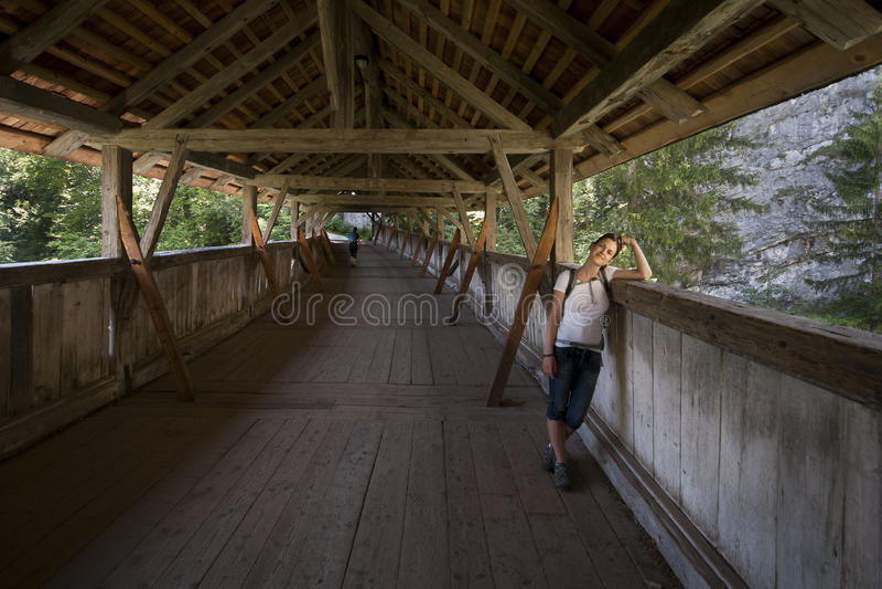 桥梁的一名妇女 图库摄影
