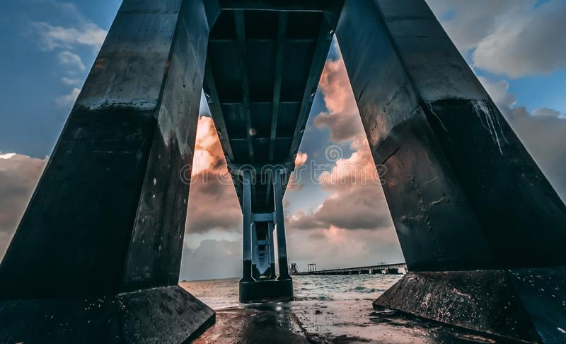 桥梁的具体基础 免版税库存照片