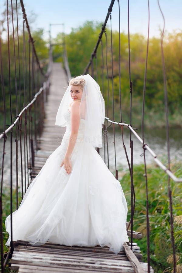 桥梁的愉快的新娘 库存图片