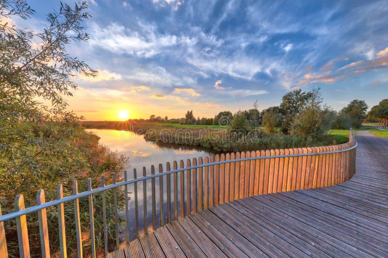 桥梁的木楼梯栏杆阳台 免版税库存照片
