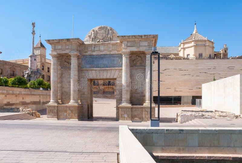 桥梁的门在科多巴,西班牙 免版税库存照片