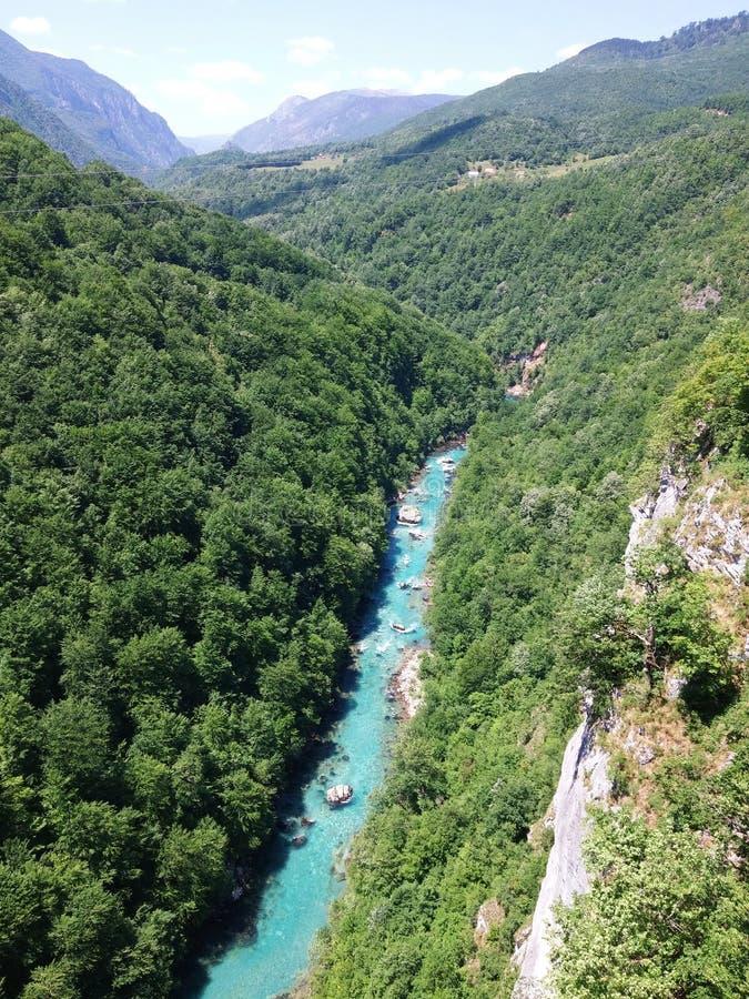 从桥梁的黑山河 免版税图库摄影