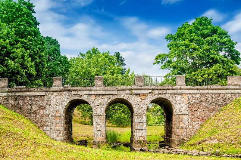Download 桥梁老石头 库存照片. 图片 包括有 室外, 地标, 场面, 绿色, 拱道, 状态, 国家(地区), 土气 - 62539500