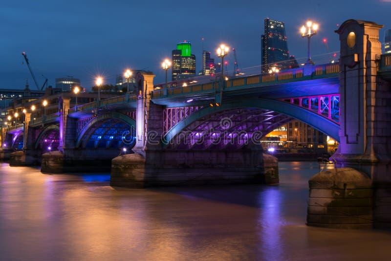 桥梁英国伦敦southwark 免版税库存照片