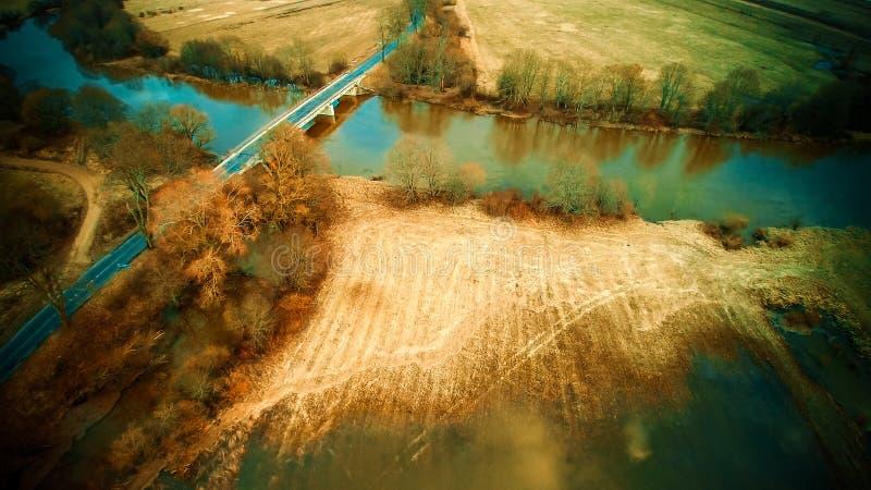 桥梁路通过水 免版税图库摄影