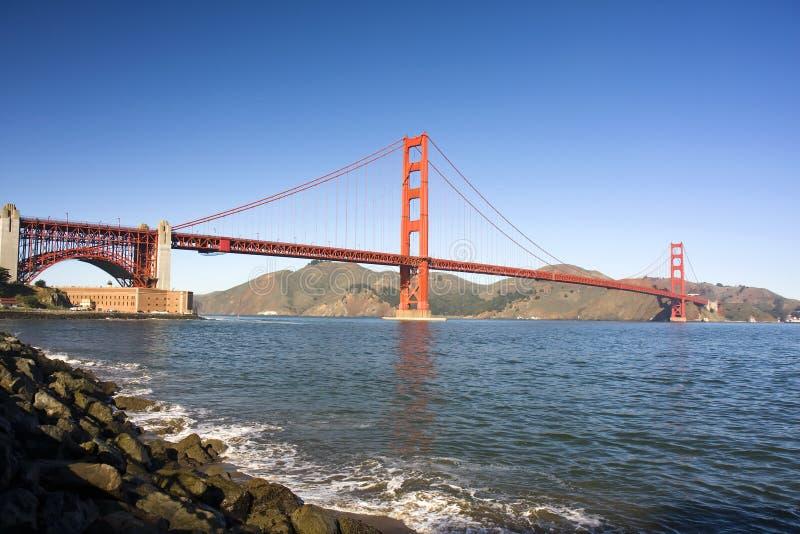 桥梁门金黄范围 库存图片