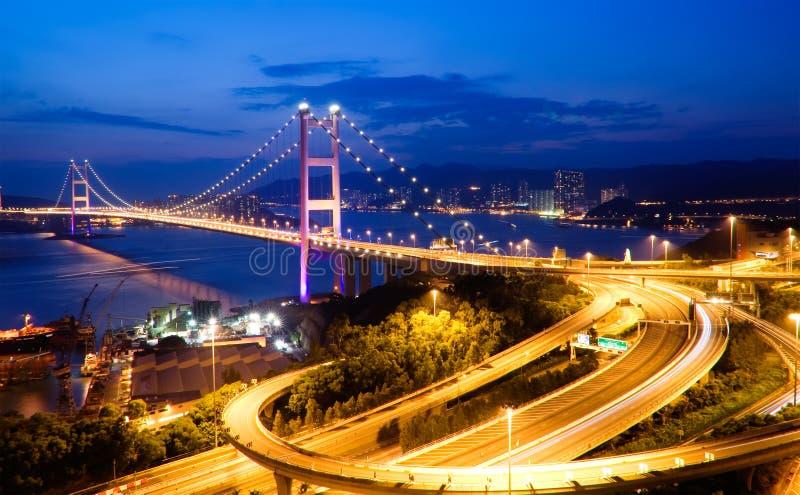 桥梁香港ma tsing晚上的场面 库存照片