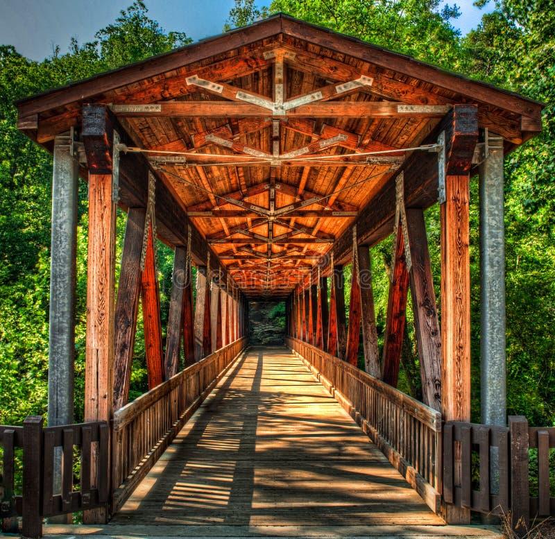 桥梁covererd磨房roswell 库存照片
