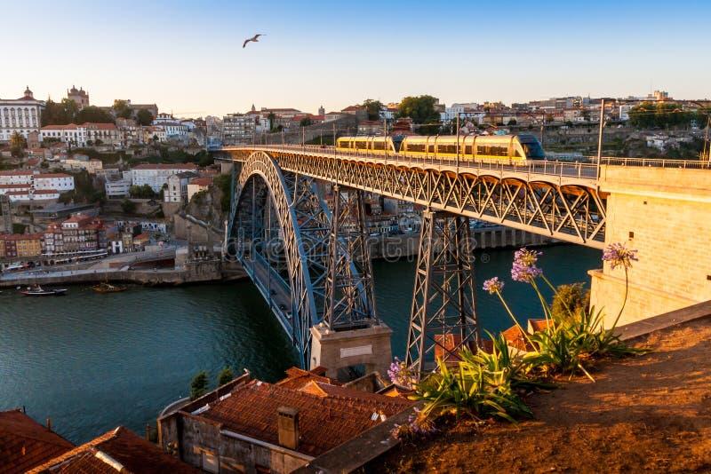 桥梁dom我luis波尔图葡萄牙 库存图片