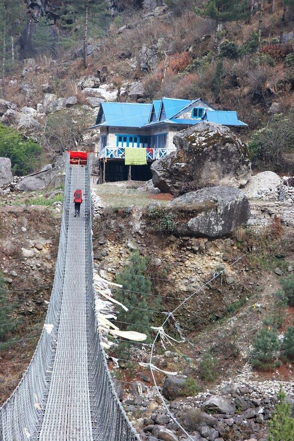桥梁en珠穆琅玛喜马拉雅山途径暂挂 库存图片