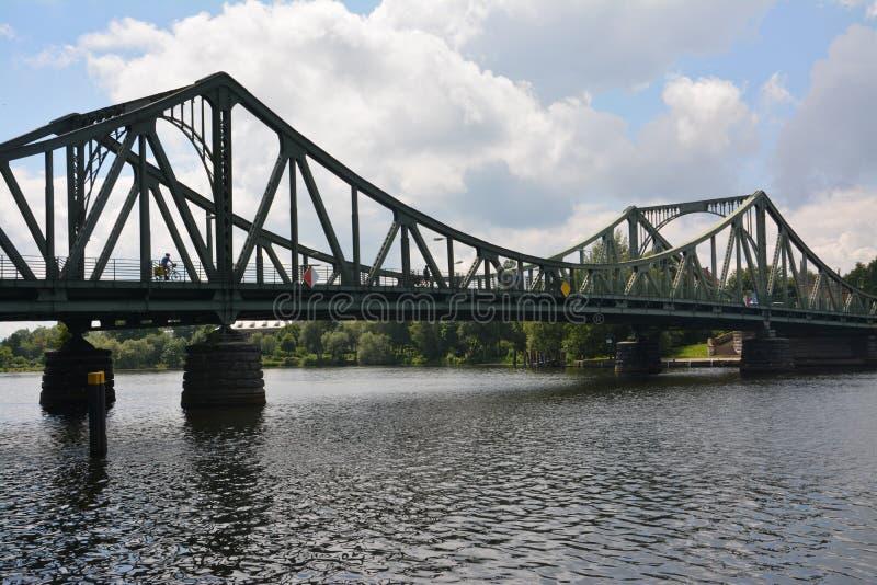 桥梁Glienicke在柏林,也告诉了桥梁od间谍 库存照片