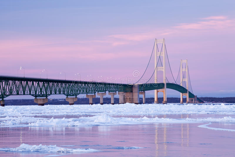 桥梁mackinac冬天 免版税库存照片