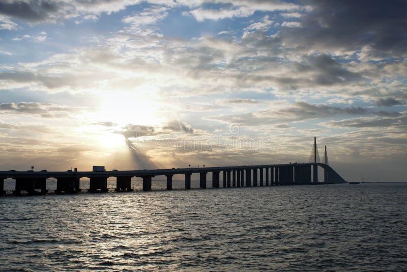 桥梁skyway阳光 免版税库存图片