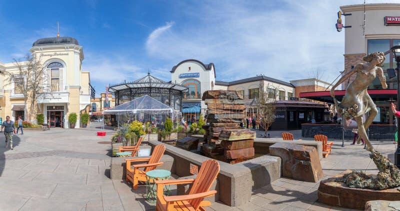 桥港村庄,购物中心在Tigard市,俄勒冈 免版税图库摄影