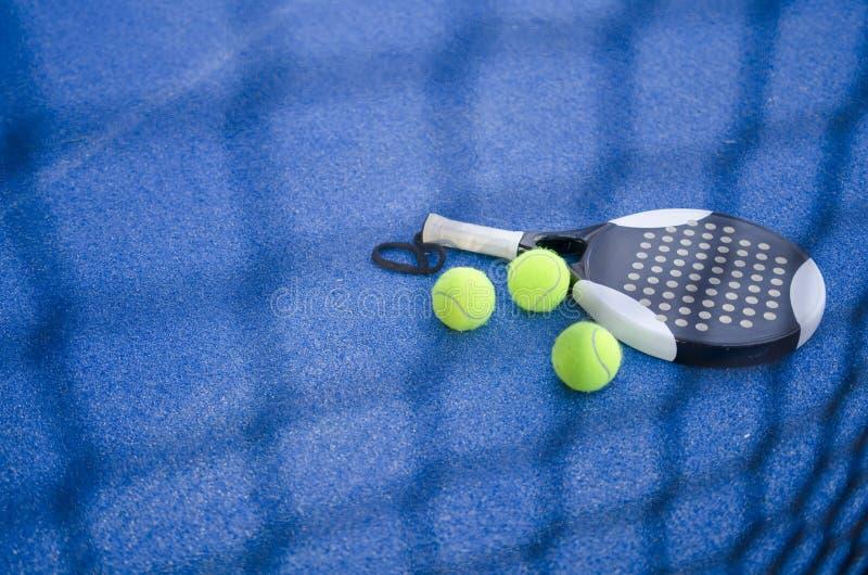桨网球静物画 免版税库存照片