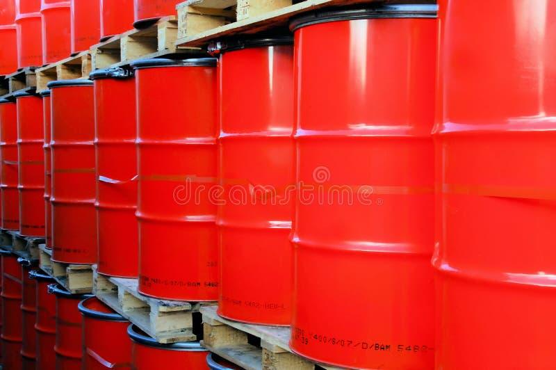 桶上油红色 免版税库存图片