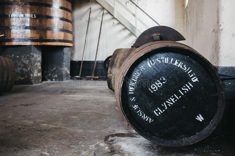 桶在Brora槽坊,苏格兰里面的Clynelish威士忌酒 图库摄影