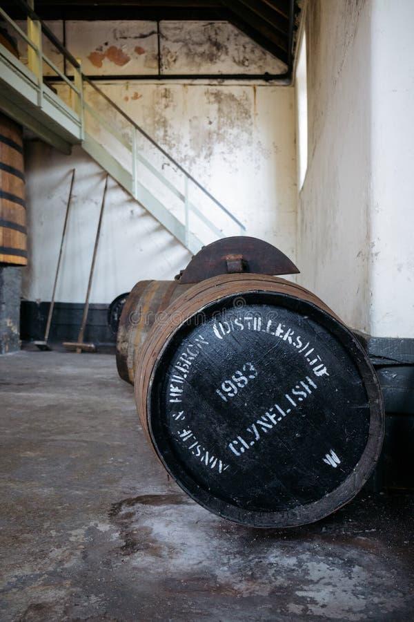 桶在Brora槽坊,苏格兰里面的Clynelish威士忌酒 库存图片