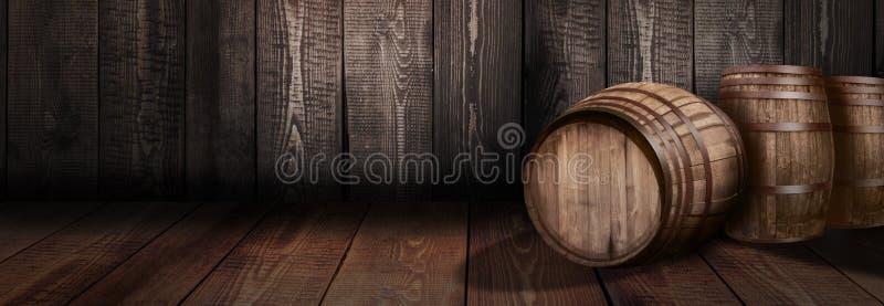 桶威士忌酒酿酒厂啤酒背景  免版税库存图片