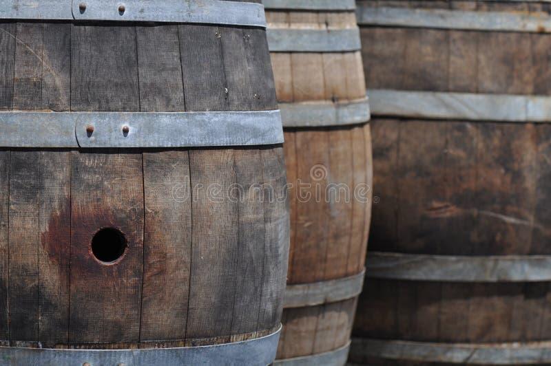 桶接近的酒 库存图片
