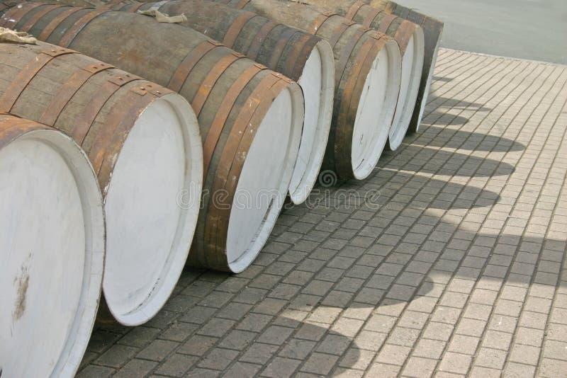桶木行的威士忌酒 库存图片