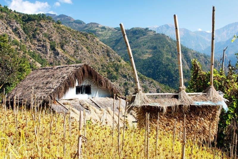 桶盖-尼泊尔counryside 库存照片