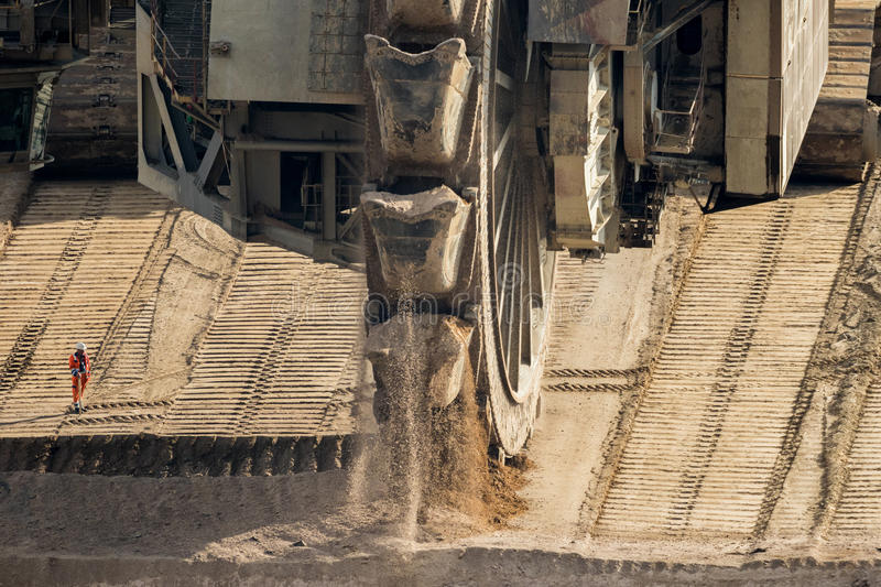 桶轮子挖掘机采矿 免版税图库摄影