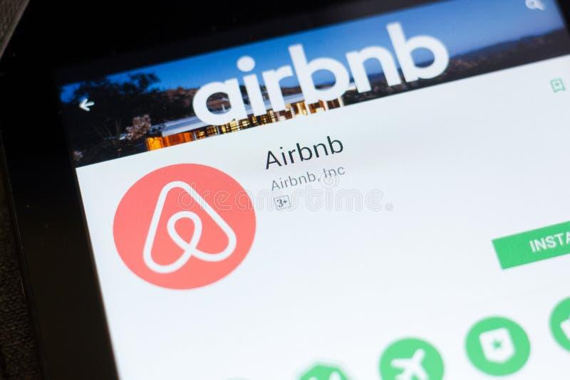 梁赞,俄罗斯- 2018年6月24日:Airbnb在片剂个人计算机显示的流动app  库存照片