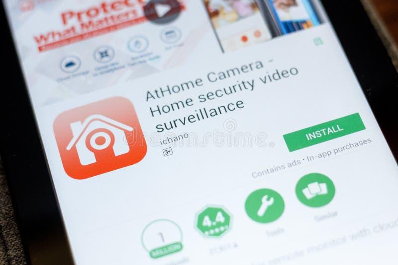 梁赞,俄罗斯- 2018年7月03日:AtHome照相机-住家安全录影监视在片剂个人计算机显示的流动app  免版税图库摄影