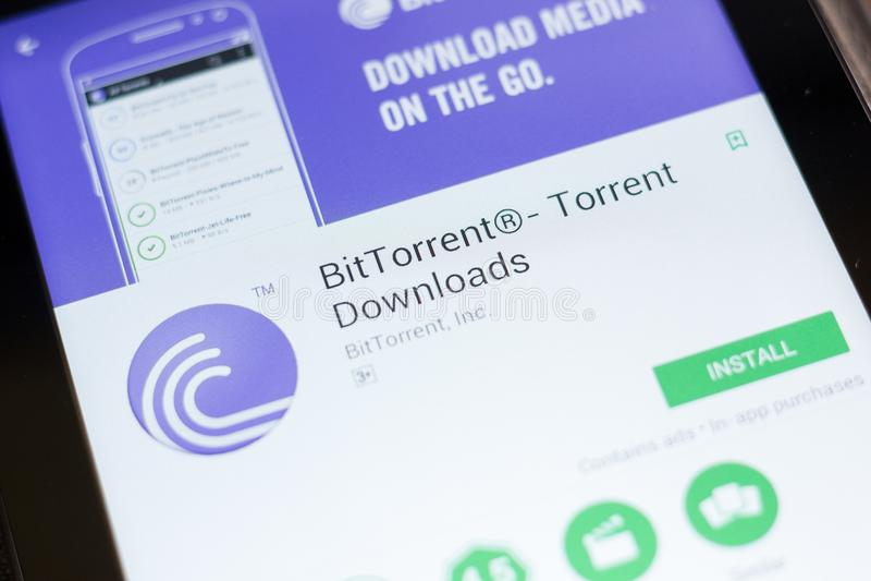 梁赞,俄罗斯- 2018年6月24日:BitTorrent,位洪流下载在片剂个人计算机显示的流动app  库存照片