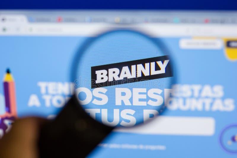 梁赞,俄罗斯- 2018年6月16日:Brainly网站主页个人计算机, URL - Brainly显示的  拉特银币 免版税库存照片