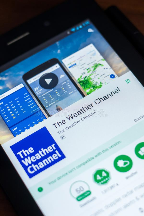 梁赞,俄罗斯- 2018年3月21日-气象台在片剂个人计算机显示的流动app  库存照片