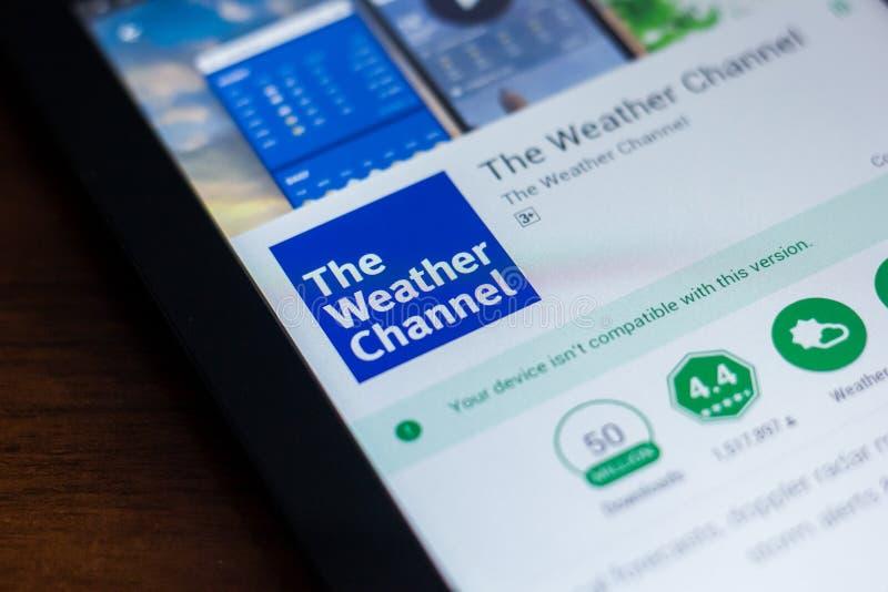 梁赞,俄罗斯- 2018年3月21日-气象台在片剂个人计算机显示的流动app  免版税库存照片