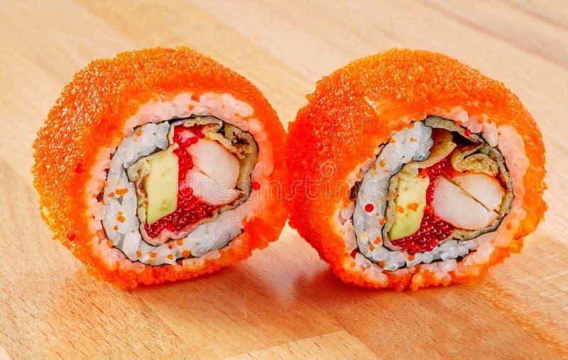 梅基寿司卷用虾和鲕梨 免版税图库摄影